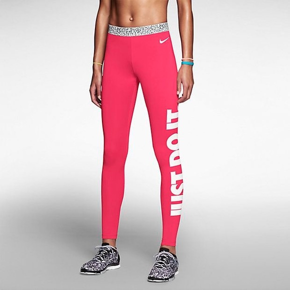 dcd0301c397e NIKE PRO Hot pink yoga pants. M 5a98d17250687c180b92dc1e